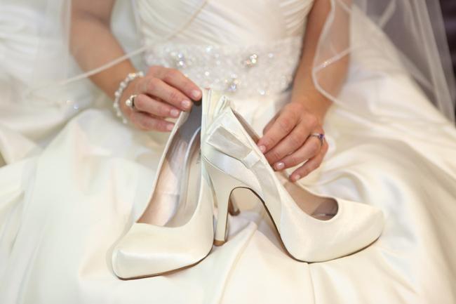 Fehér menyasszonyi cipó esküvőre